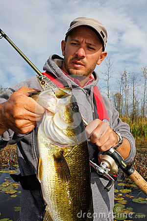 Free Man Fishing Large Mouth Bass Royalty Free Stock Photography - 29110297