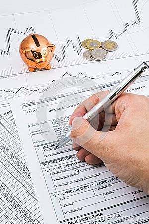 Free Man Hand Filling PIT-11 Polish Income Tax Forms Royalty Free Stock Images - 36310939