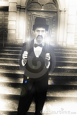 Free Man Holding Vintage Gold Picture Frame Stock Photo - 17632920