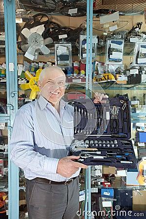 Man holds  automotive  correction tool set