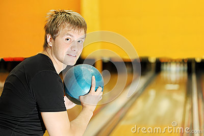 Man holds ball and prepares to throw in bowling