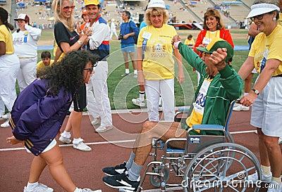 Man i rullstol på specialOS:er Redaktionell Arkivfoto