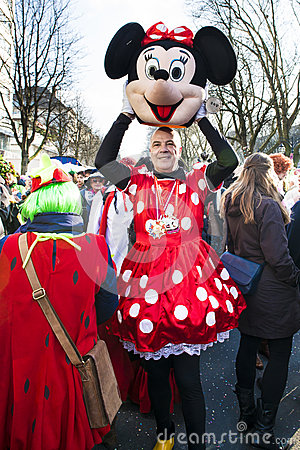 Free Man Looking Out Minnie Mouse Costume Stock Photo - 72540520