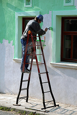 Man paint the house wall