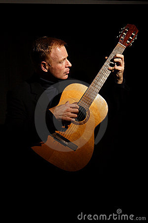 Free Man Playing A Guitar Royalty Free Stock Images - 1652099