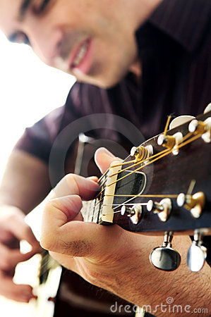 Free Man Playing A Guitar Royalty Free Stock Images - 4259219