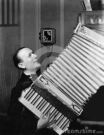 Free Man Playing Accordion Royalty Free Stock Photography - 52007297