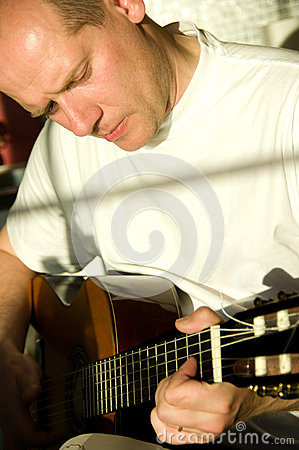 Man playing in guitar