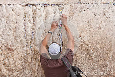 Man pray at the western wall, Jerusalem Editorial Stock Image