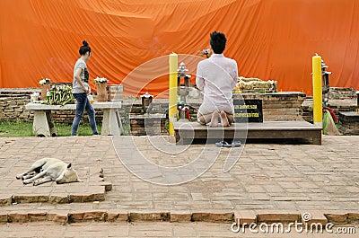 Man praying at buddhist shrine ayutthaya thailand Editorial Stock Photo