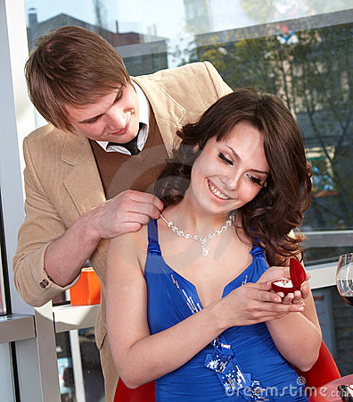 Man propose marriage to girl.