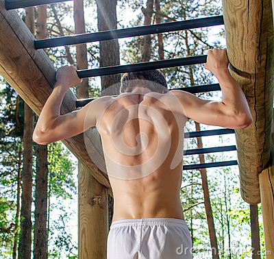 Man pull-ups on a bar