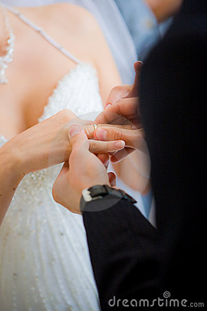 A man put the ring on the bride s finger