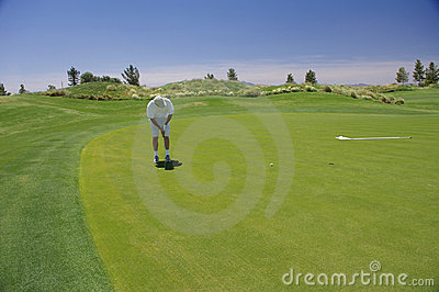 Man putting with mountains