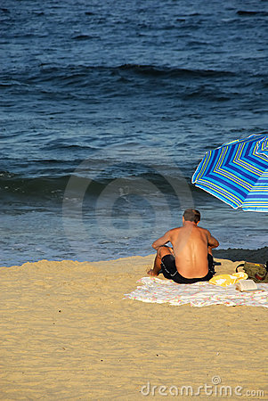 Free Man Reading At The Beach Royalty Free Stock Image - 3036056