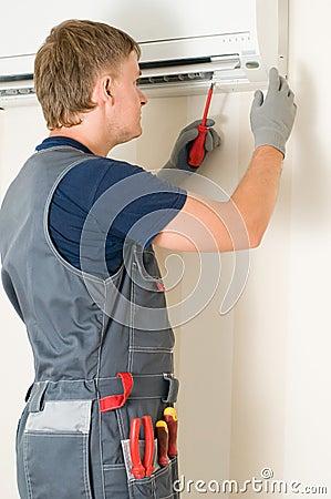 Free Man Repair Air-conditioner Stock Photos - 12204213