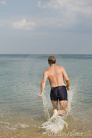 The man runs in water