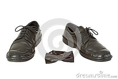 Man schoen en vlinderdas