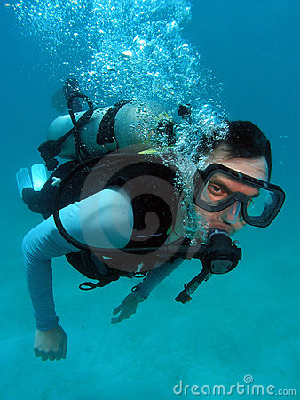 Free Man Scuba Diving Royalty Free Stock Photography - 9609337