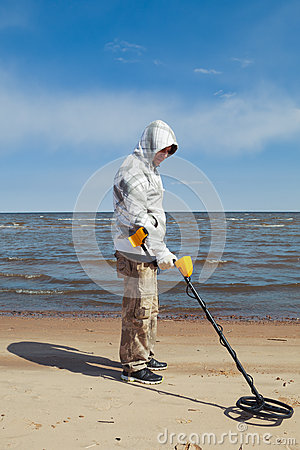 Free Man Searching For A Precious Metal Stock Photo - 40609770