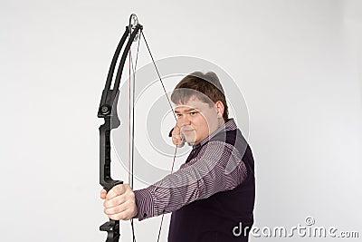 Man shoots compound bow