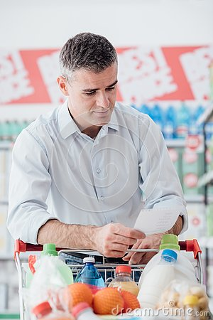Free Man Shopping With A Grocery List Royalty Free Stock Photo - 92307445