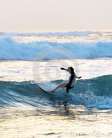 Free Man Surf In The Ocean Royalty Free Stock Image - 116669166
