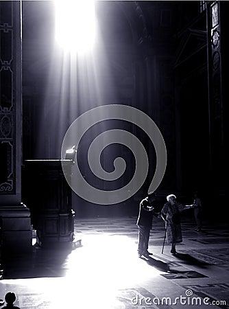 Man talks to amazed women in the vatican
