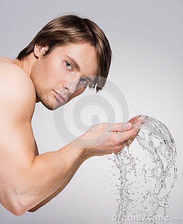 Free Man Washing His Face With Water. Stock Photo - 44484970