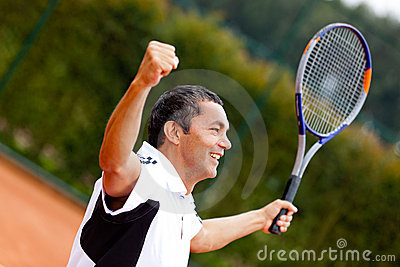Man winning at tennis