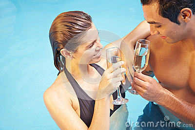 Man and woman drinking champagne