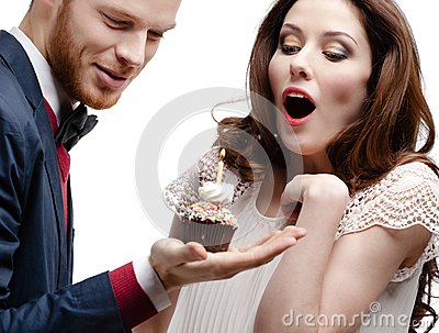 Man wonders his girlfriend with birthday pie