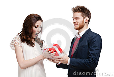 Man wonders his girlfriend with present