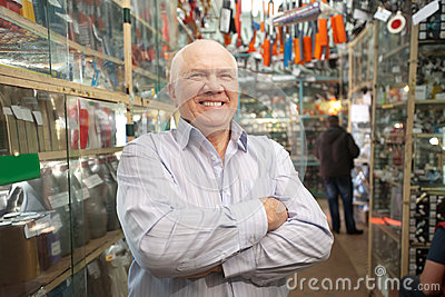 Manager  in  auto parts store