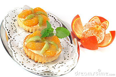 Mandarin tartlet with lemon balm