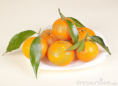 Mandarins on the plate