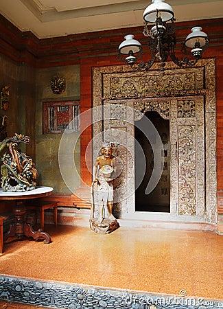 Manera de la puerta principal de la casa del Balinese