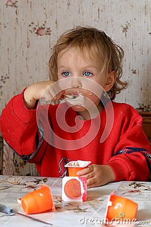 Manger du yaourt