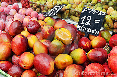Mango and plums on market stand
