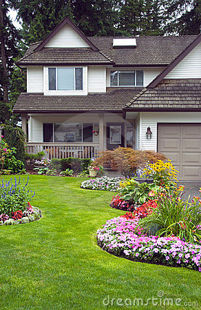 Free Manicured Home And Garden Royalty Free Stock Images - 21155189