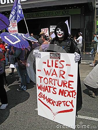 Manifestante pacifista Fotografía editorial