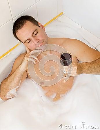 mann in der badewanne stockbild bild 9466161. Black Bedroom Furniture Sets. Home Design Ideas