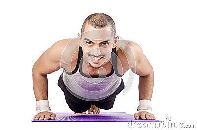 Mann, der Übungen tut