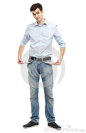 Mann, der leere Taschen zeigt