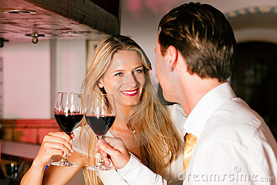 mann-frau-flirten-blickkontankt