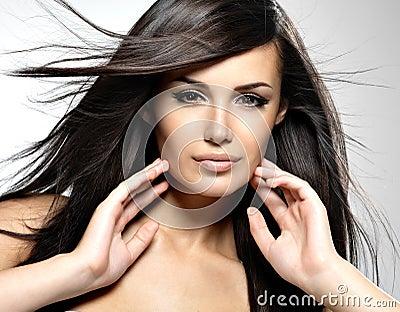 Mannequin met schoonheids lang recht haar.