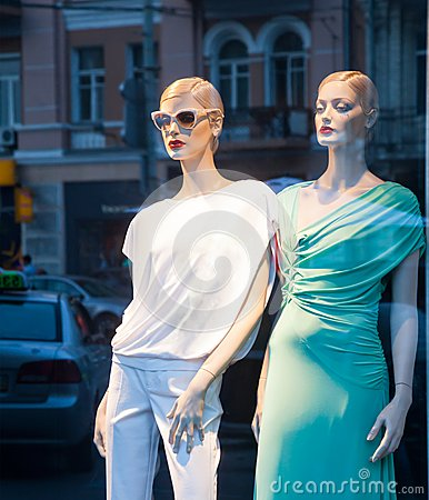 Mannequins in the showcase
