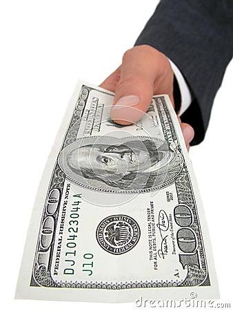 Mano de Businessmanâs que ofrece cientos dólares Bill
