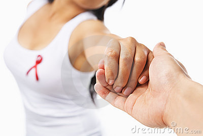 Mano de la explotación agrícola de la mujer para utilizar causa del SIDA