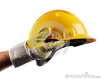 Mano degli operai che tiene cappello duro